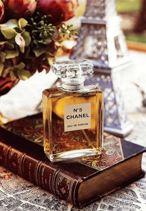 http://shopdep24h.com/images/nuoc-hoa-nu-full-size/chanel-nuoc-hoa-nu-chanel-no5-edp-100ml/tumblr_mdpejchdOl1rrf77zo1_500.jpg