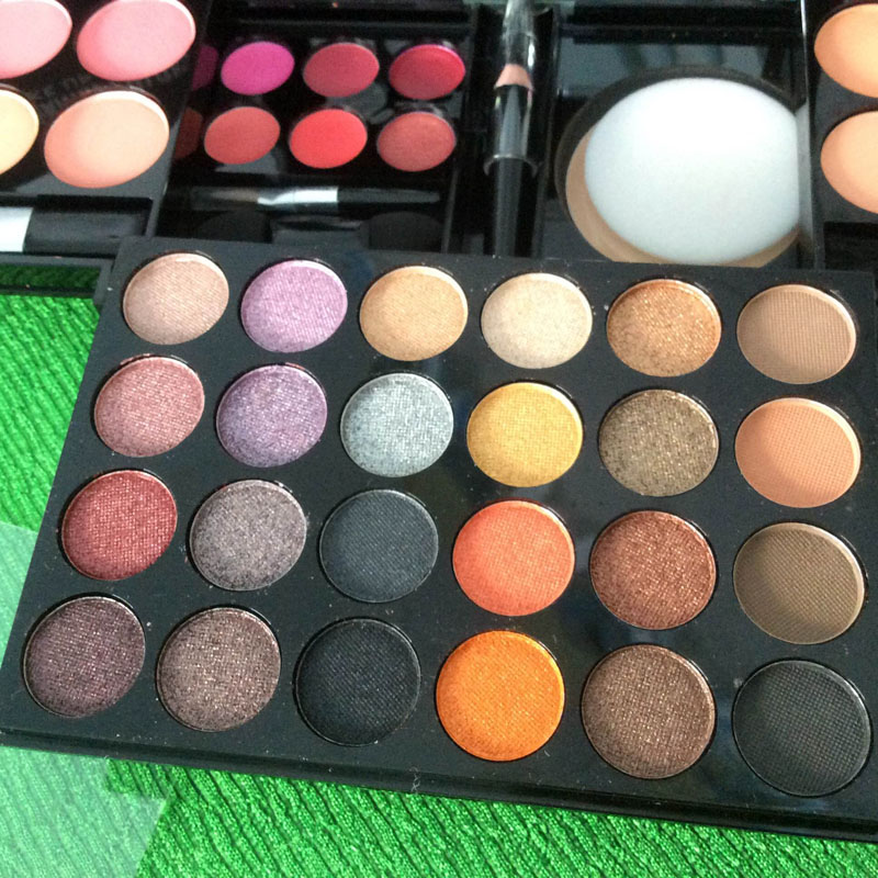 http://shopdep24h.com/images/phan-ma-hong-phan-mat/bo-phan-sivanna-colors-pro-make-up-palette/IMG_6716_zpsalnkhudm.jpg